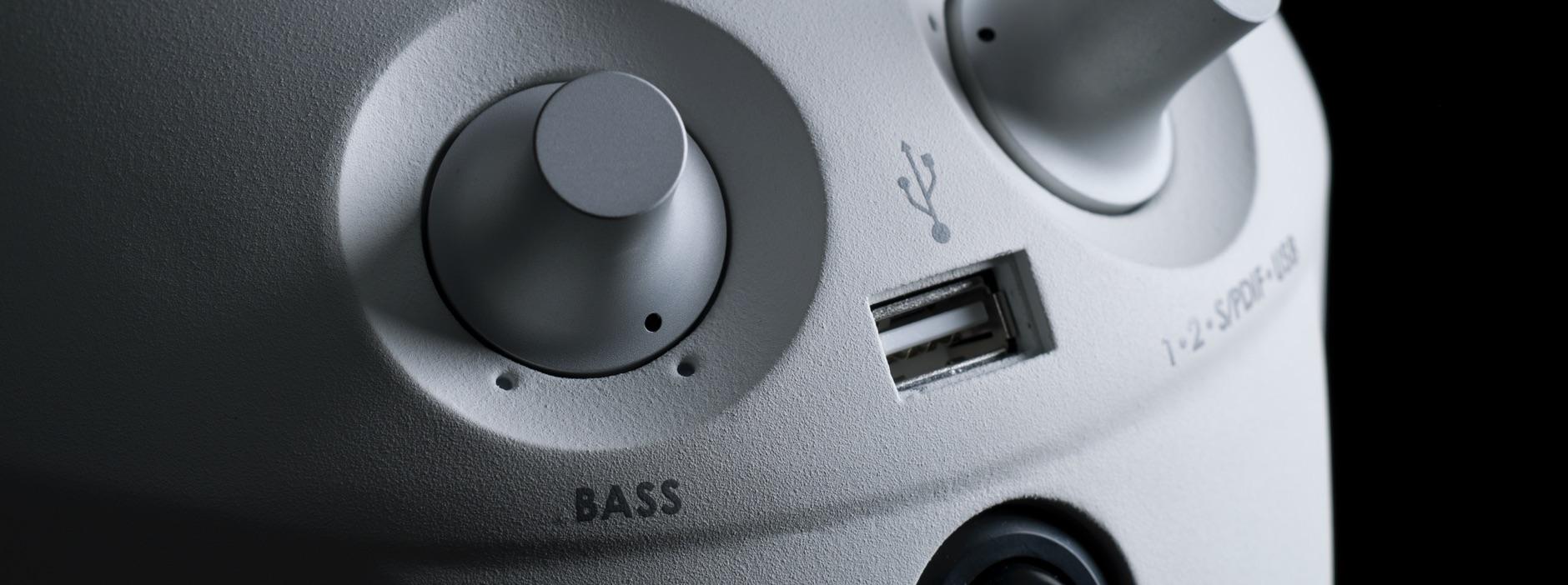 スピーカーの能力を最大限に引き出す豊かな低音再現機能